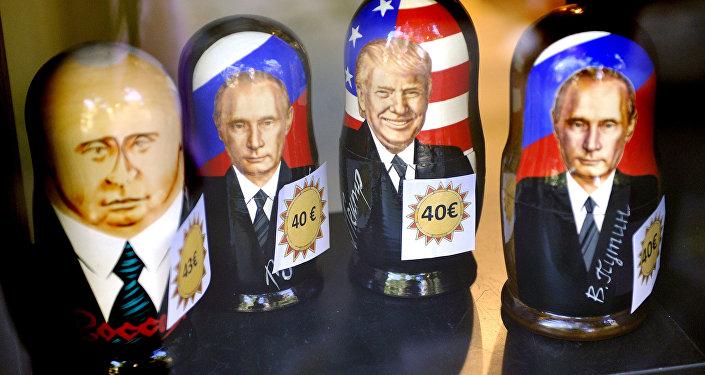 Muñecas matrioshka con retratos del presidente ruso, Vladímir Putin, y del presidente de EEUU, Donald Trump