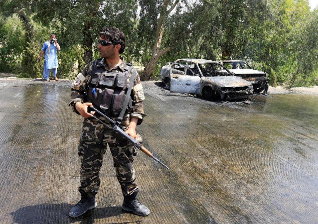 Policía en el lugar del ataque en Jalalabad, Afganistán (archivo)