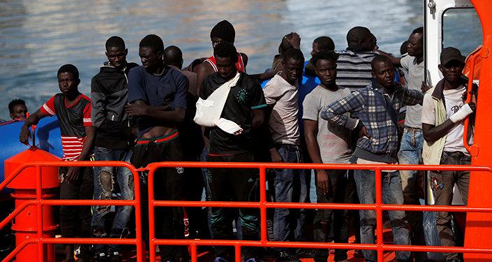 Migrantes en el puerto de Málaga, España