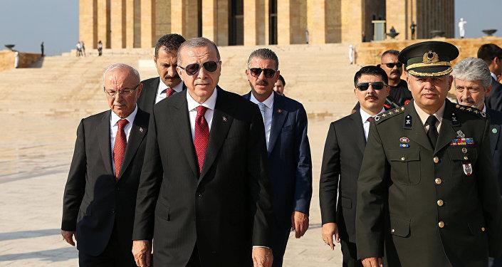 Recep Tayyip Erdogan, presidente de Turquía (centro)