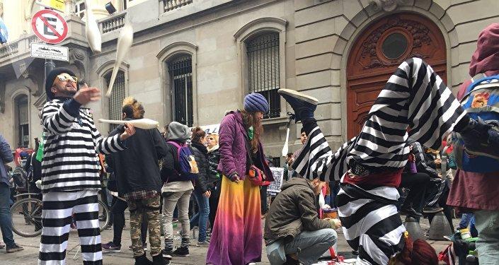 Artistas callejeros protestan en Argentina