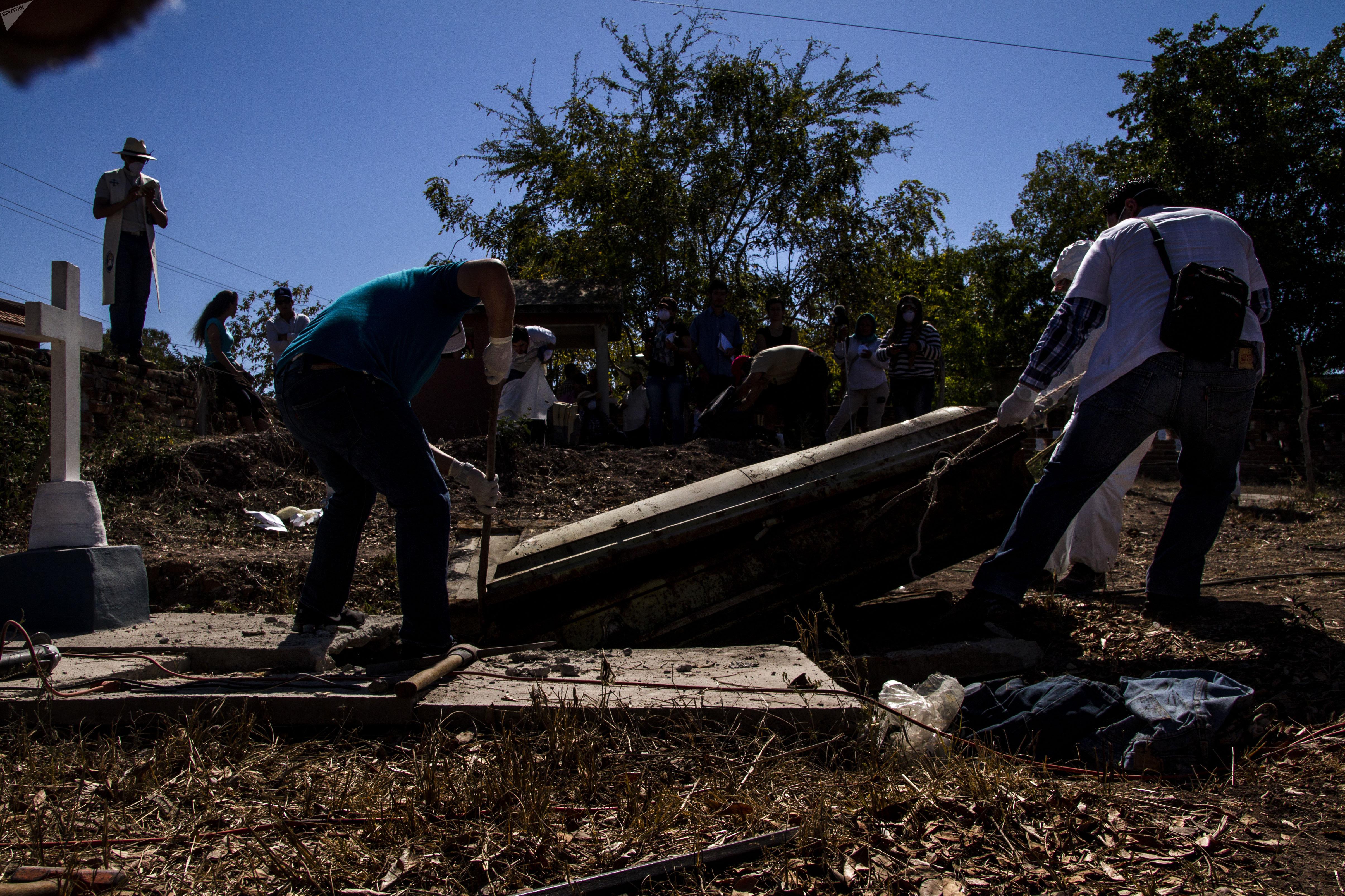 Exhumación de una fosa común en Sinaloa a pedido de las familias, de un cuerpo sepultado erróneamente y desaparecido por funcionarios del Estado mexicano