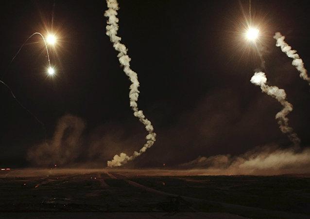Maniobras nocturnas de los militares rusos (archivo)