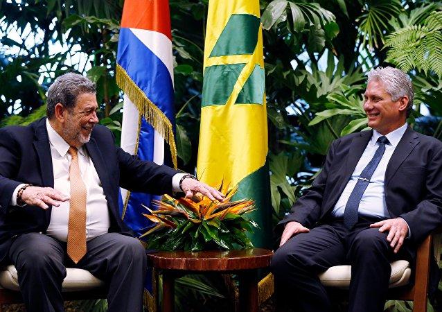 El primer ministro de San Vicente y las Granadinas, Ralph Gonsalves, y el presidente de Cuba, Miguel Díaz-Canel