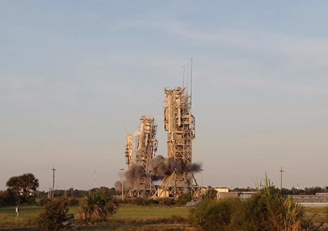 La demolición de las torres de lanzamiento en Cabo Cañaveral