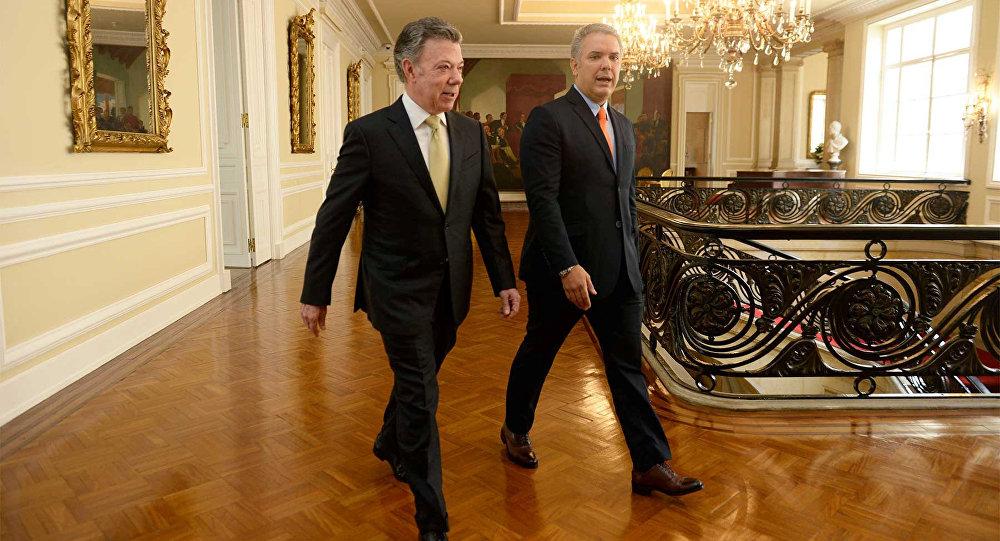El presidente de Colombia, Juan Manuel Santos, y el presidente electo, Iván Duque