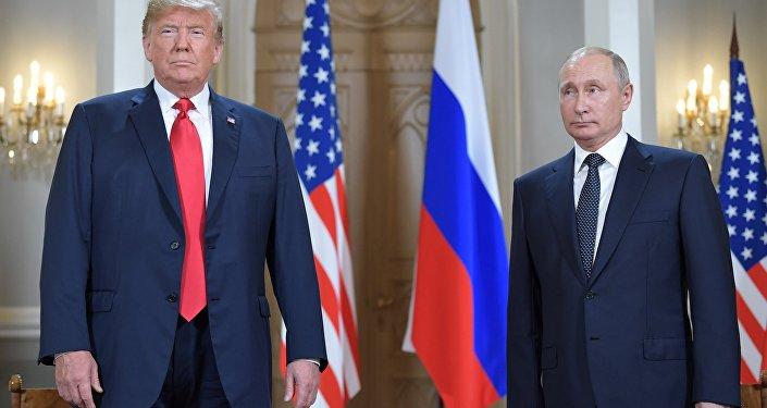 El presidente de EEUU, Donal Trump, con su homólogo ruso, Vladímir Putin