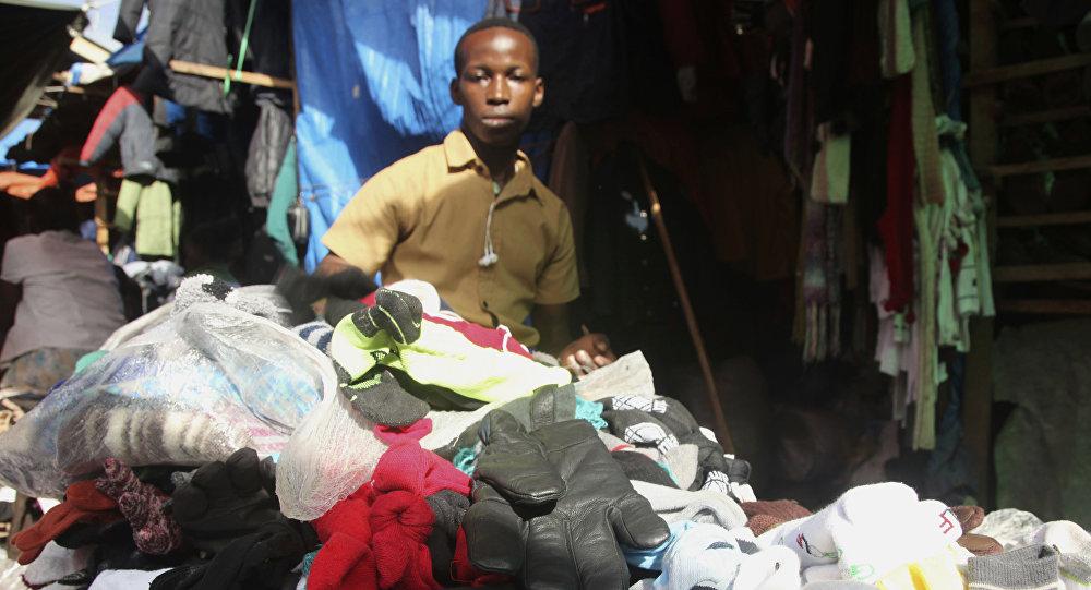Mercado de ropa de segunda mano (imagen referencial)