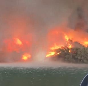 Un tornado de fuego se convierte en una tromba de agua
