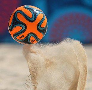 Un partido de fútbol playa, referencial