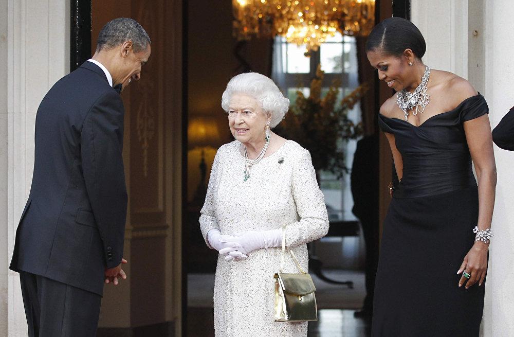 La reina Isabel II junto con Barack y Michelle Obama, en 2011