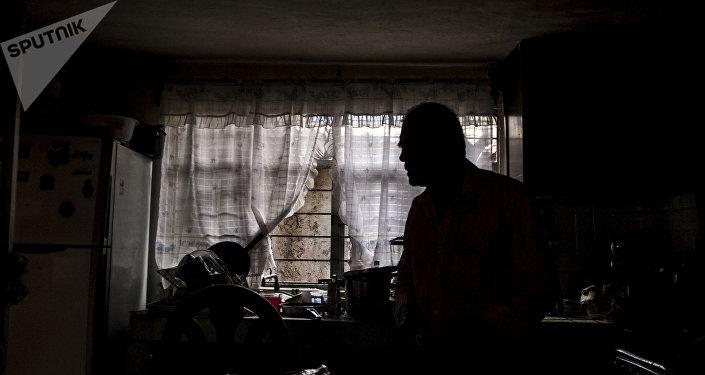 Juan Salgado, en su casa en la Colonia del Mar, que sufrió daños durante el sismo del 19 de septiembre de 2017.