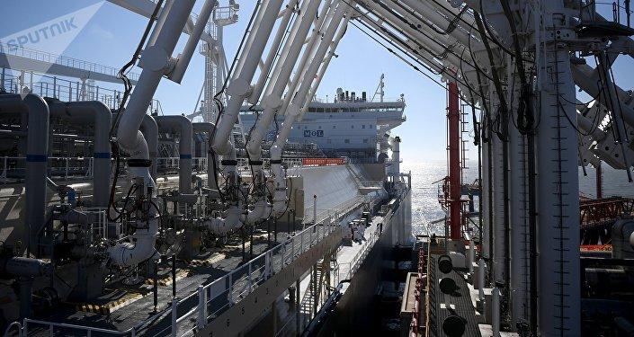 Gasero ruso Vladimir Rusanov llega al puerto chino Jiangsu Rudong