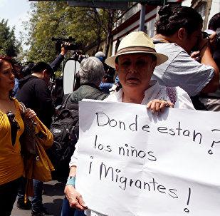 Protesta contra la separación a niños de padres migrantes