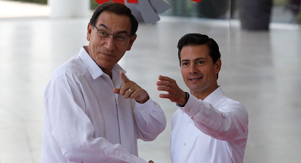 El presidente de Perú, Martín Vizcarra, y el presidente de México, Enrique Peña Nieto
