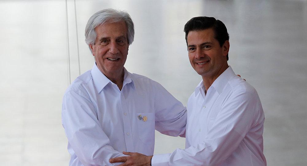 El presidente de México, Enrique Peña Nieto, y el presidente de Uruguay, Tabaré Vázquez, inauguran XIII cumbre de la Alianza del Pacífico