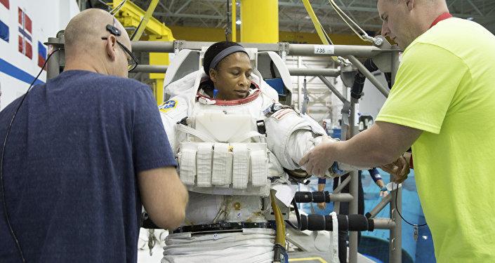 Jeanette Epps, astronauta estadounidense