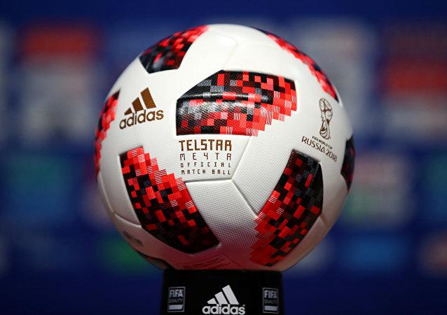 El balón del Mundial que Vladímir Putin le regaló a Donald Trump