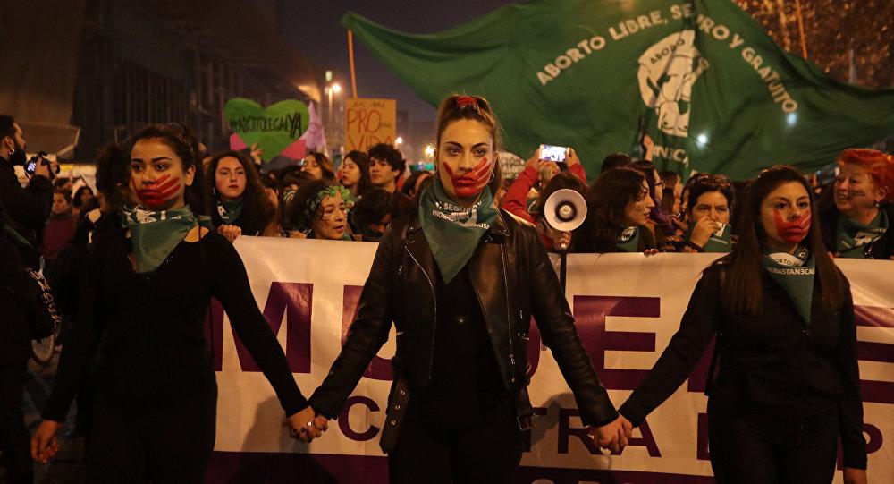 3 mujeres fueron apuñaladas en marcha por el aborto libre — Santiago