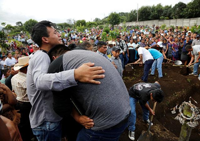 Funeral de las víctimas de la erupción del Volcán de Fuego en Guatemala