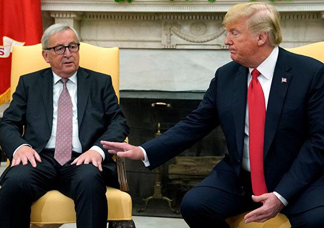 El presidente de la Comisión Europea, Jean-Claude Juncker, y el presidente estadounidense, Donald Trump