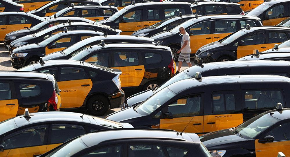 Taxistas protestan contra Uber y Cabify