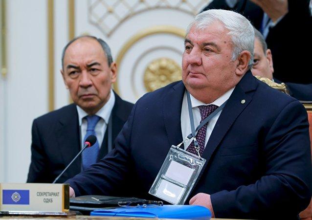 El secretario general de la Organización del Tratado de Seguridad Colectiva Yuri Jachatúrov
