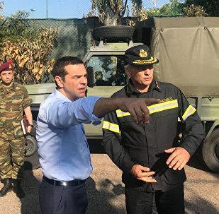 El primer ministro de Grecia, Alexis Tsipras, visita la ciudad costera de Mati