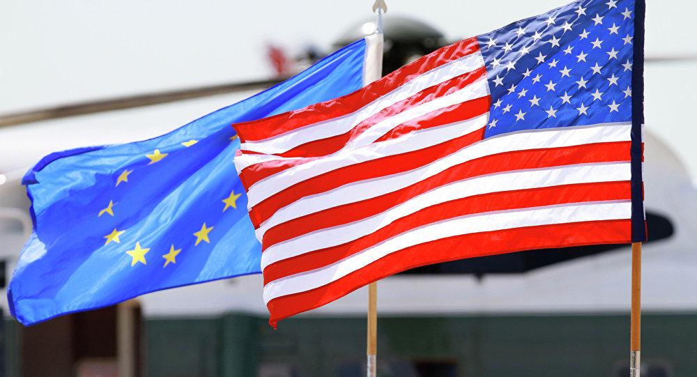 Banderas de la UE y EEUU (archivo)