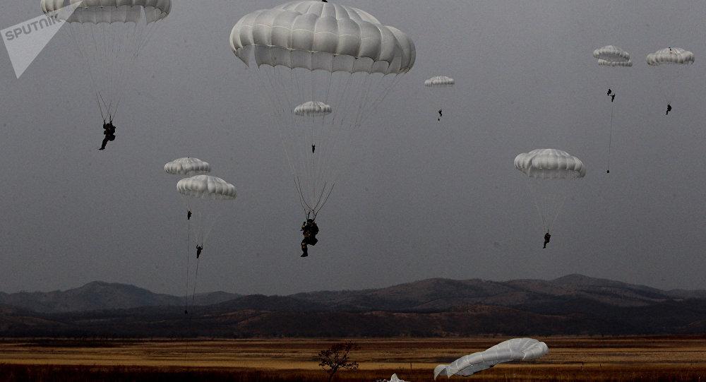 Paracaidistas militares rusos (imagen referencial)