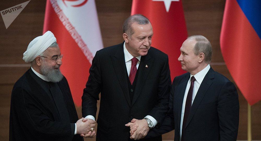 El presidente de Irán, Hasán Rohaní, el presidente turco, Recep Tayyip Erdogan, y el presidente de Rusia, Vladímir Putin