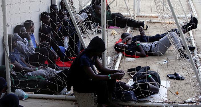 Los migrantes en un pabellón deportivo en España (archivo)