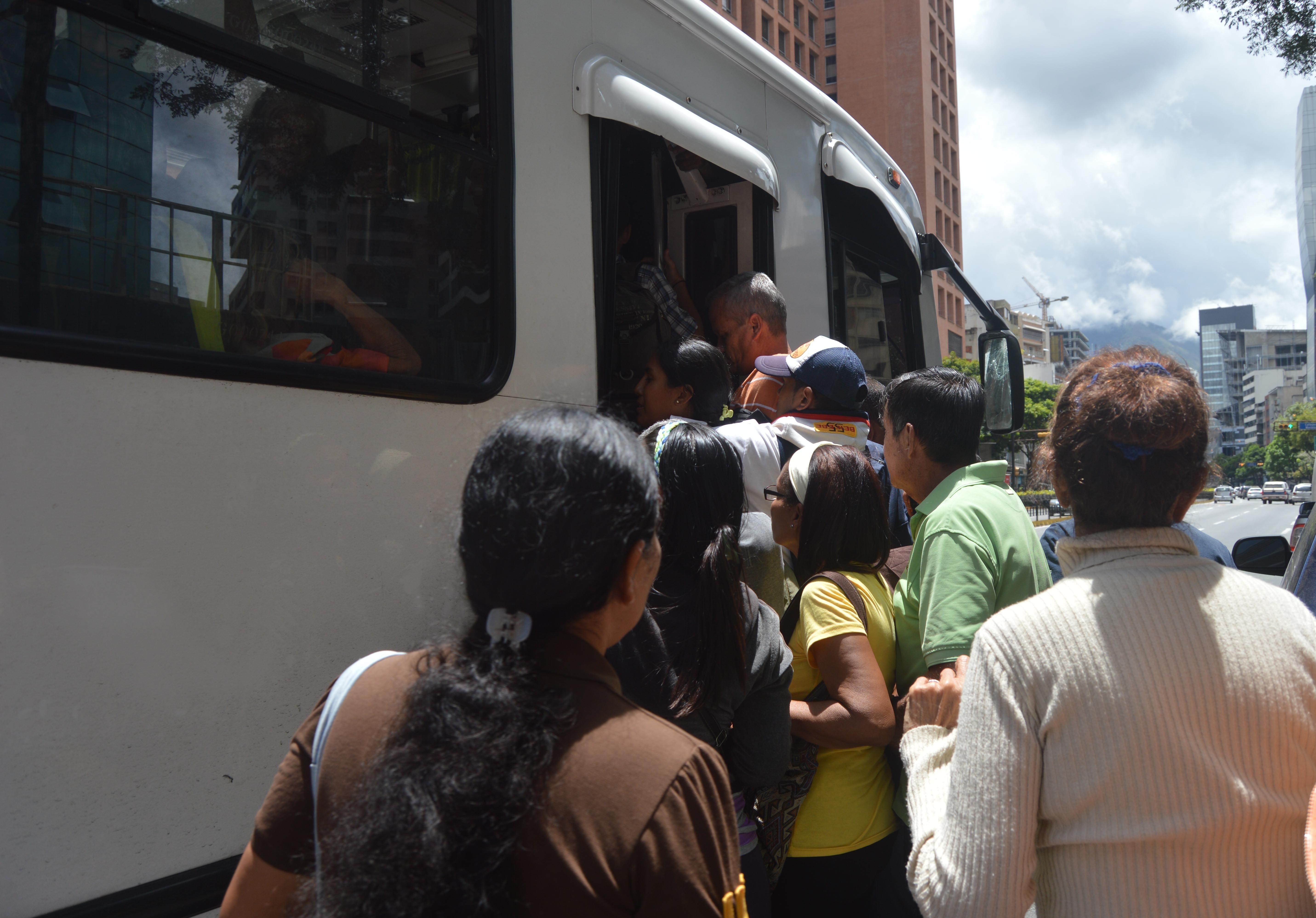 Apagón eléctrico provocó suspensión del sistema de transporte subterráneo en Caracas, y ocasionó caos en la ciudad