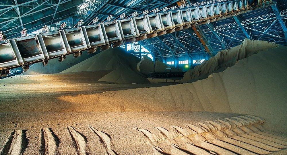 Producción de fertilizantes fosfatados en una fábrica de PhosAgro