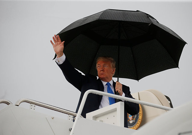 El presidente de EEUU, Donald Trump, aborda el Air Force One