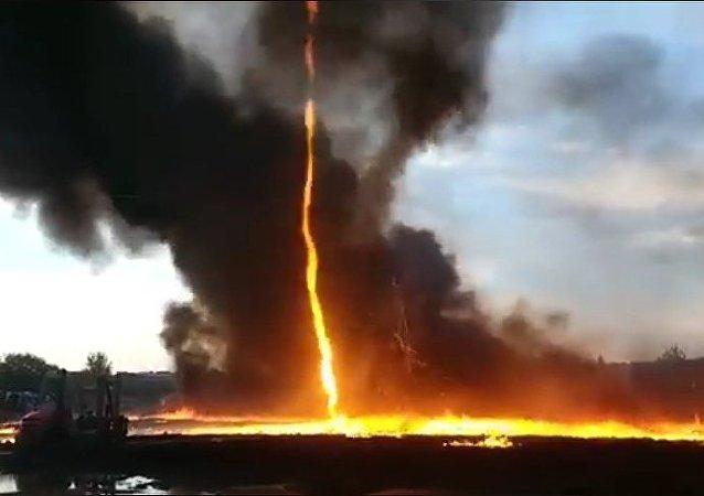 Un terrorífico tornado de fuego se cierne sobre Inglaterra