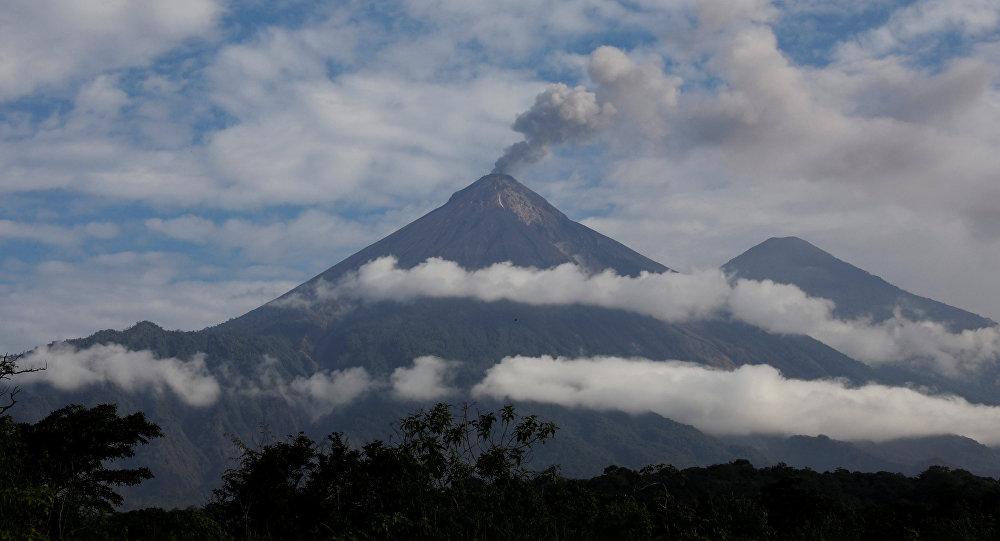Guatemala vigila nuevo incremento eruptivo del volcán de Fuego