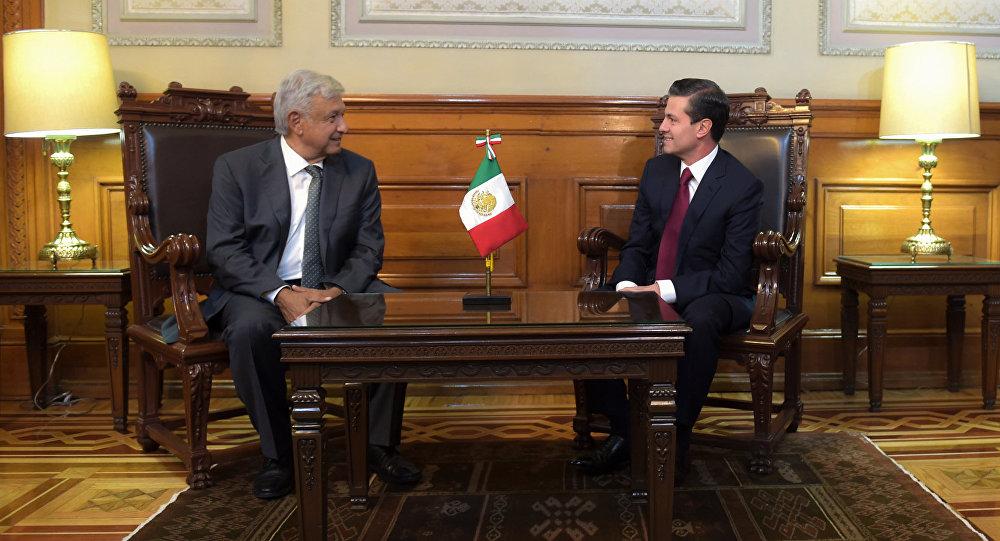 El presidente saliente de México, Enrique Peña Nieto y Andrés Manuel López Obrador
