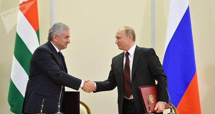 Presidente de Rusia, Vladímir Putin y presidente de Abjasia, Raúl Jadzhimba, 24 de noviembre, 2014
