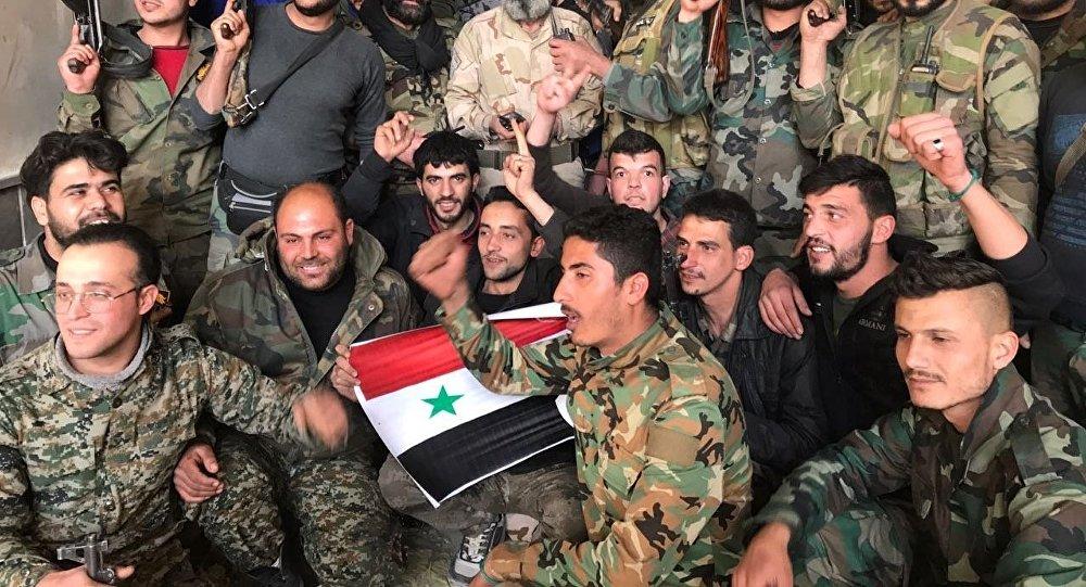 Soldados del Ejército Sirio festejan Victoria en Guta