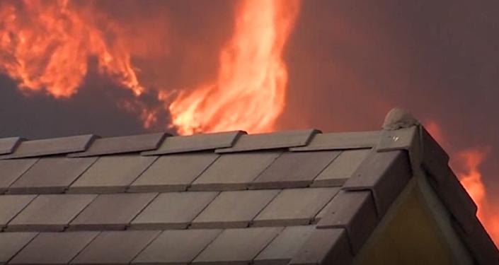 Como en un pasaje bíblico: los fuertes incendios 'devoran' California