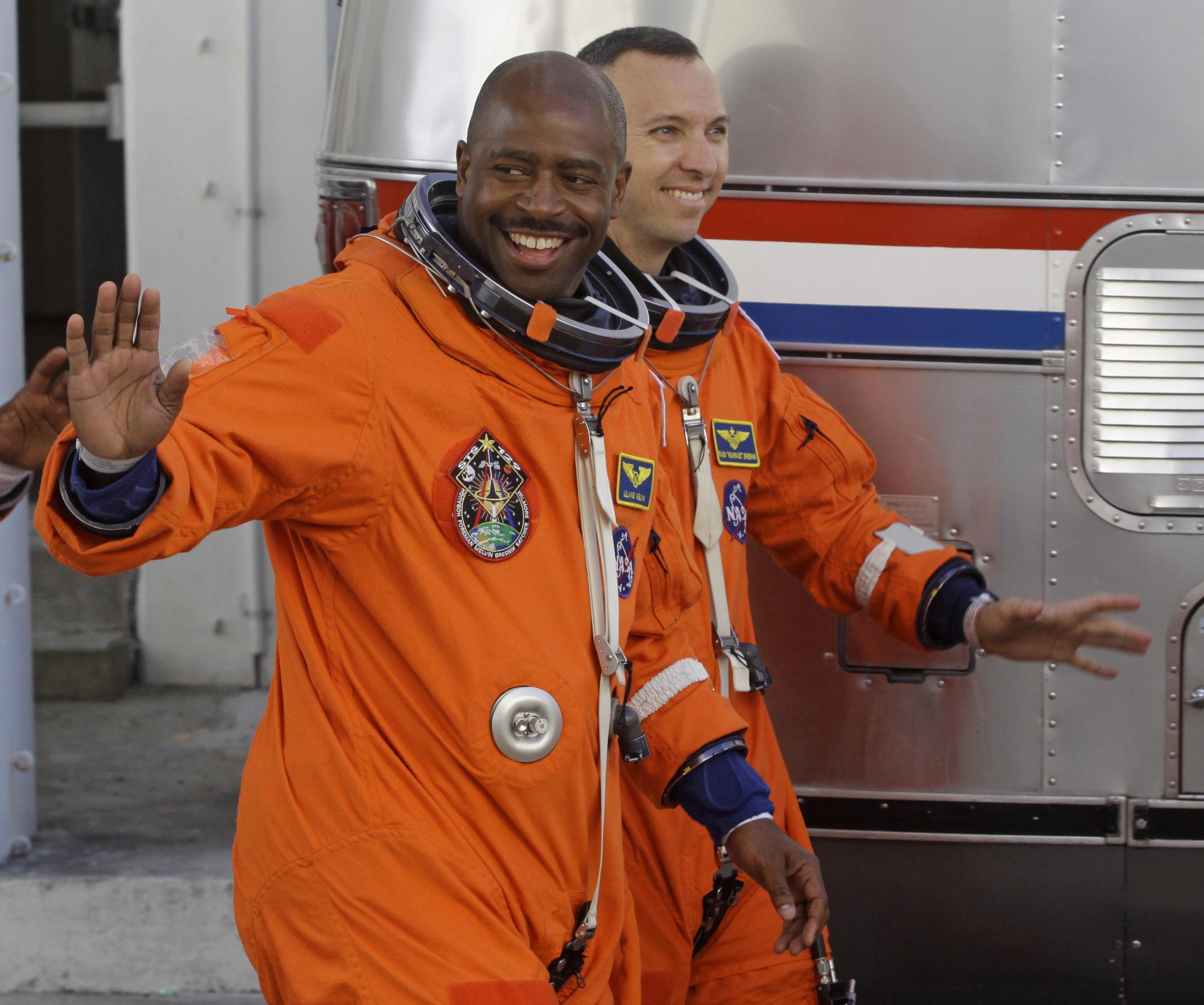 Leland Melvin, exastronauta de la NASA (izda.) y Randy Bresnik, astronauta de la NASA (drcha.)