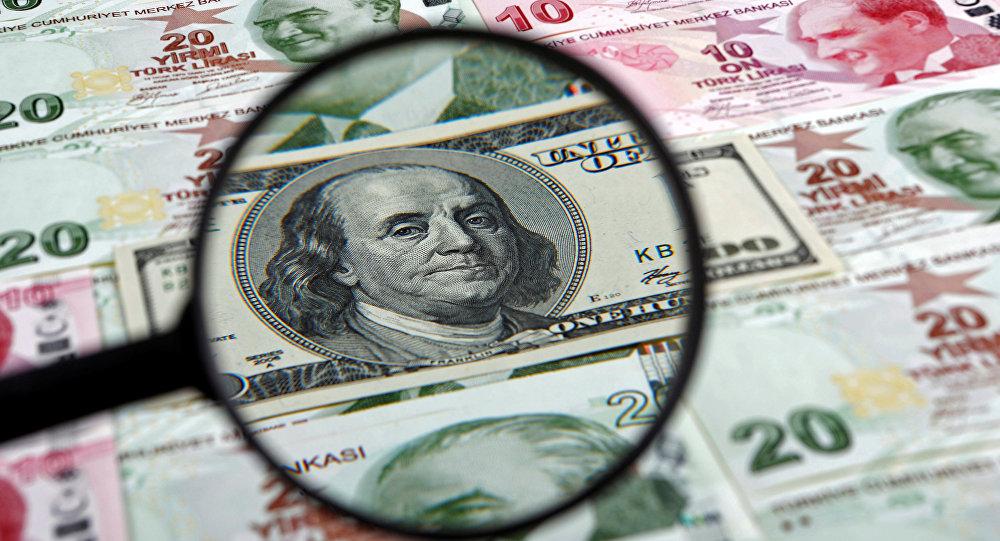 Un dólar estadounidense y liras turcas (imagen referencial)
