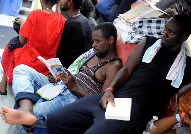Migrantes en el barco de rescate (imagen referencial)