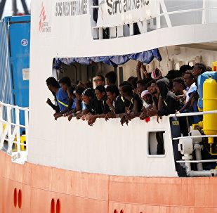 Migrantes en el barco de rescate