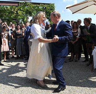Karin Kneissl y Vladímir Putin