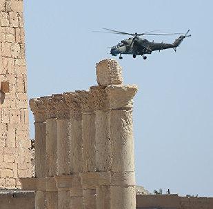 Un helicóptero ruso en Palmira