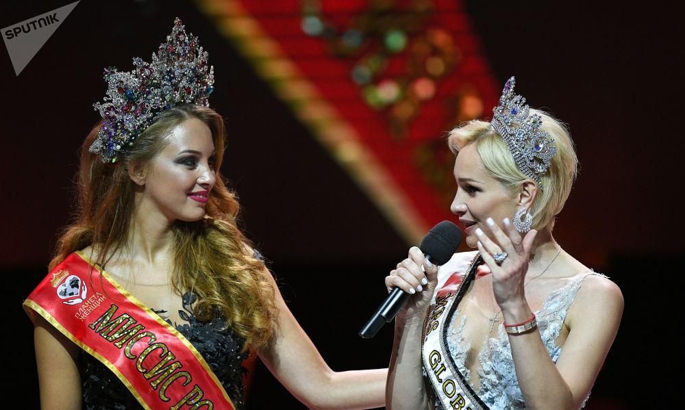 Sputnik te presenta a las mamás más hermosas de Rusia