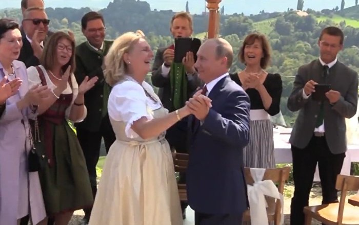 Putin se lo pasa en grande en la boda de la ministra de Exteriores austriaca
