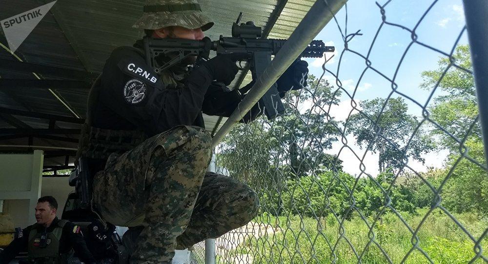 Un soldado de las FAES
